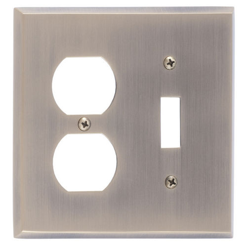 Brass Accents M07-S4540 Quaker Double; 1-Switch/1-Outlet, Antique Brass