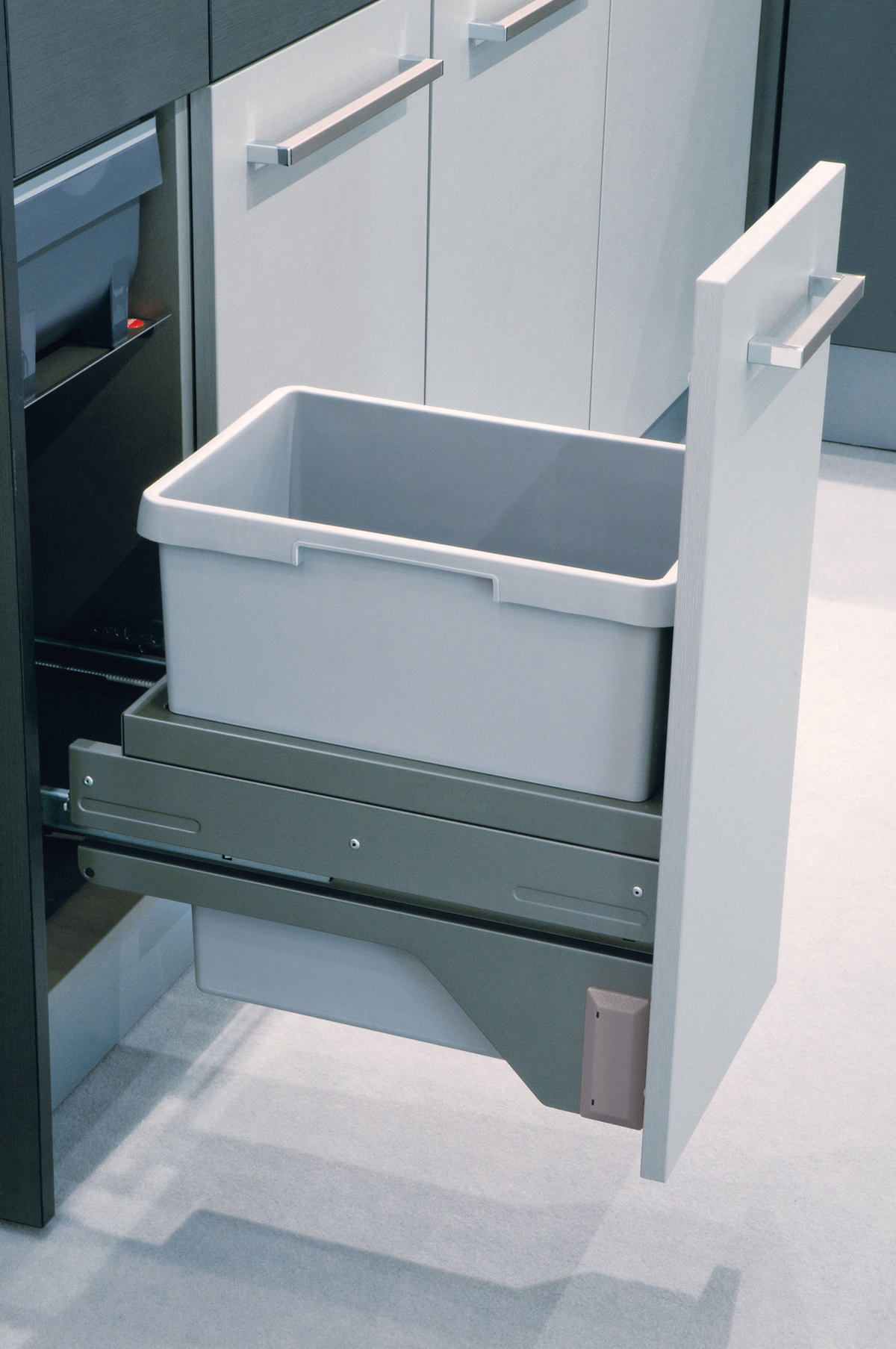 Hafele 502.73.900 Trash Can, Gray | TheBuildersSupply.com